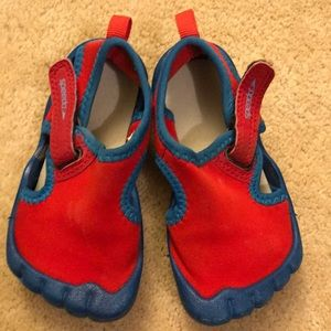 Little boys Speedo water shoes size medium(5/6)